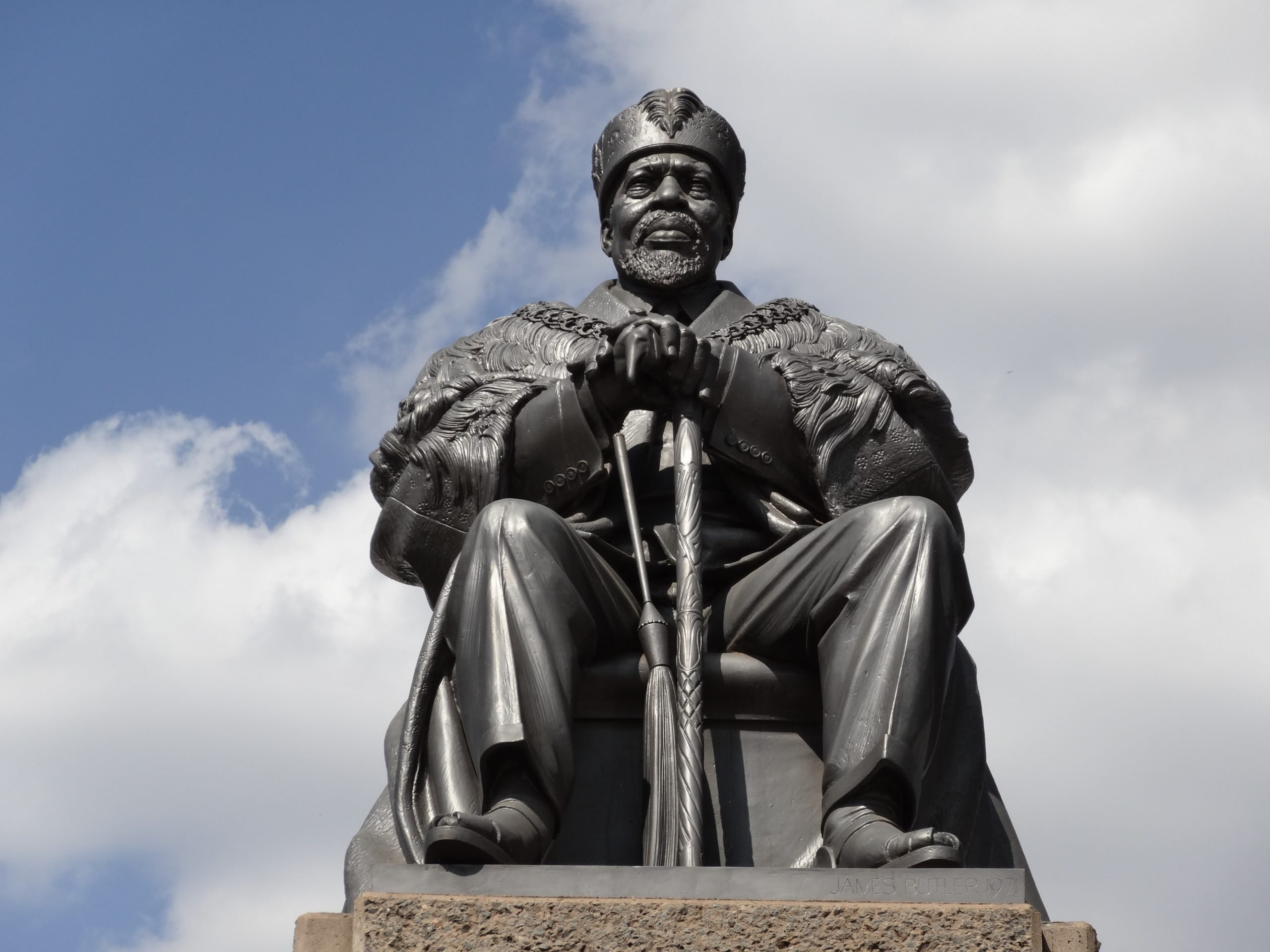 Jomo Kenyatta statue